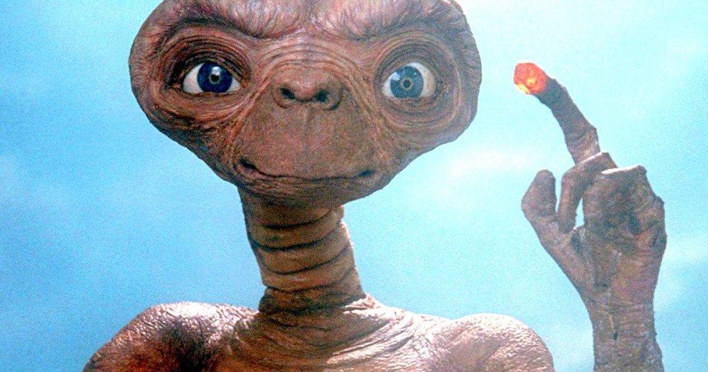 Et-Extraterrestrial-Original-Ending-Script-Changes (1)